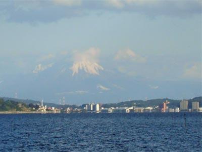大山で初冠雪 松江から見る大山
