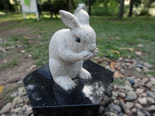出雲大社のうさぎ石像