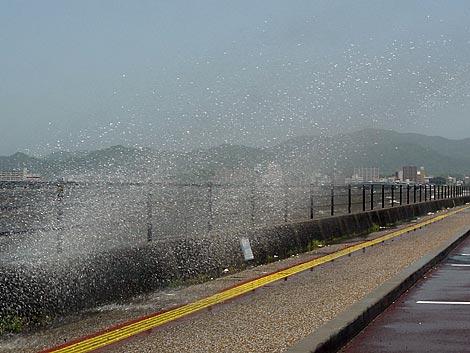 宍道湖の波飛沫