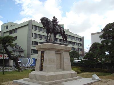 松平直政公の銅像