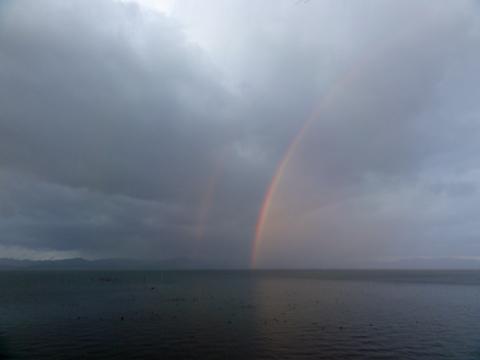 宍道湖に架かる虹