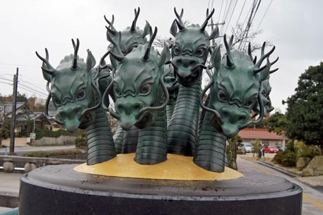 玉造温泉 神話の情景オブジェ 「八岐大蛇(ヤマタノオロチ)退治神話」