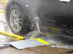 お車を前進させ、洗車位置に停車してください