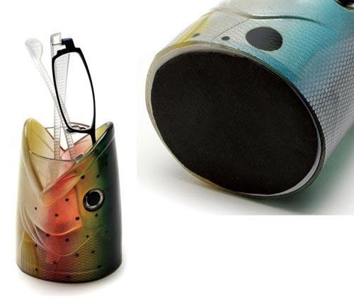 机から魚の頭が飛び出すペンスタンド FISH DESK HOLDER