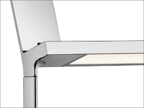 スタルクデザインのiPadドッグ付LED照明  FLOS D'E-Light
