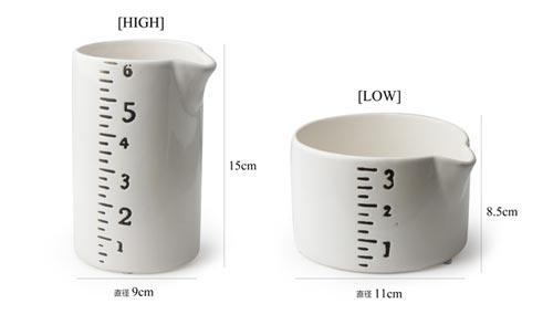 計量カップをモチーフにした個性的な形のピッチャー HOMART Ruler pitcher