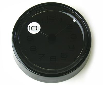 TAKUMI peep wall clock