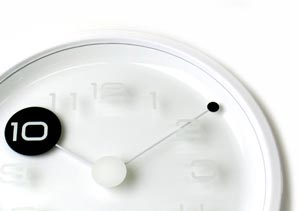TAKUMI peep wall clock