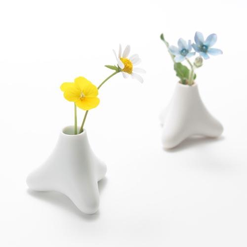 ほんのり色づくテトラポット型の小さな花器 tetra flowervase(テトラ フラワーベース)