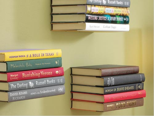 本が空中に浮いているように見えるブックシェルフ umbra CONCEAL INVISIBLE BOOK SHELF