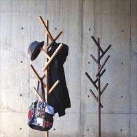 複雑なようでシンプルなデザイン 木を思わせるコートハンガー FORTY