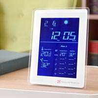 温度・湿度を記録し表示するスマートなフォルムの電波時計 Dayton
