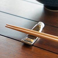 和食器との相性もいいユニークな絵具型箸置き NIPPON SOUVENIR ENOGU HASHIOKI